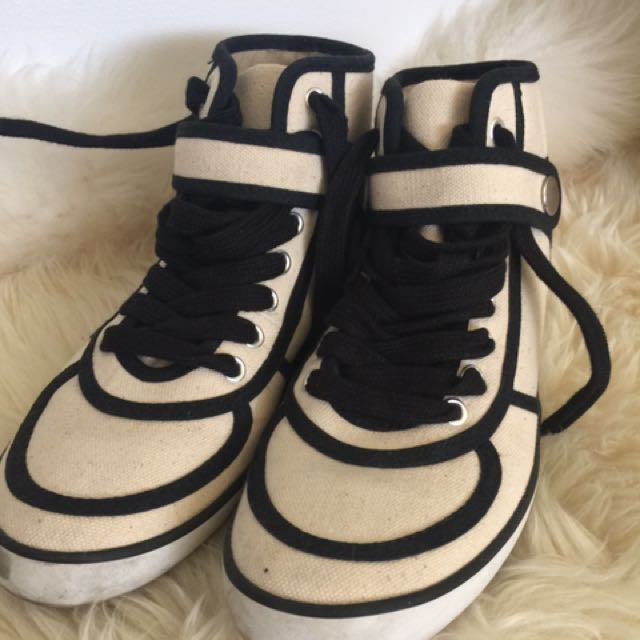 Forever 21 Canvas size 6