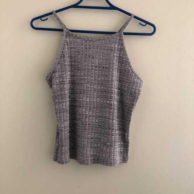 Grey fitted cropped singlet