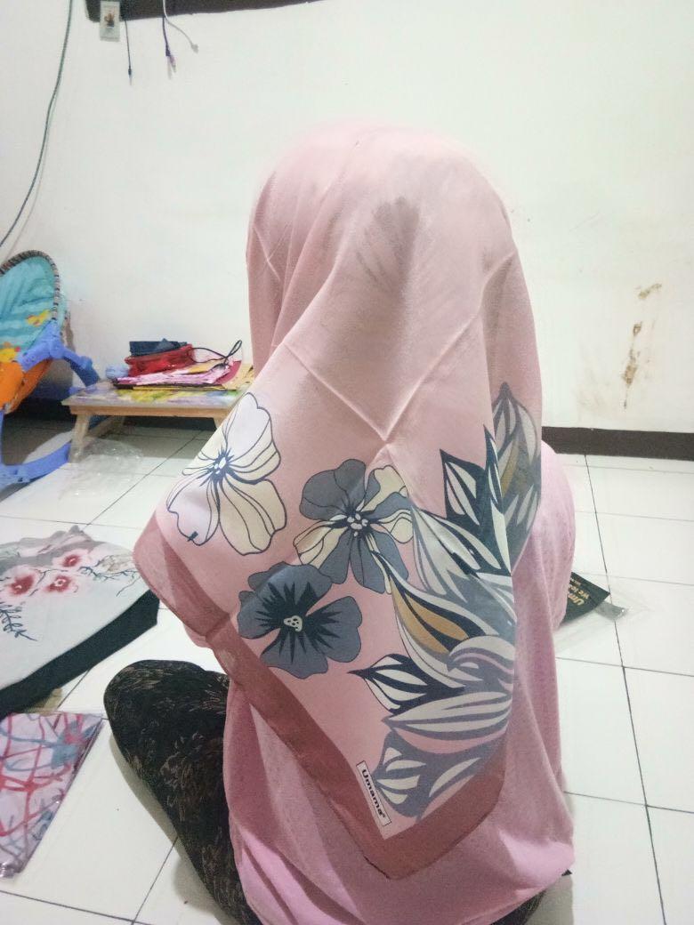 Jilbab segi empat umama