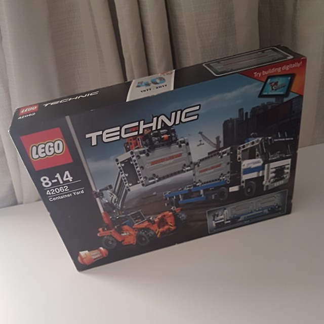 LEGO TECHNIC **container yard** 42062