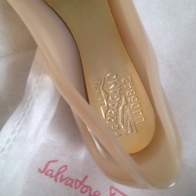 18e9ba8957a7 Markdown   Preloved SF Bermuda Jelly Shoes