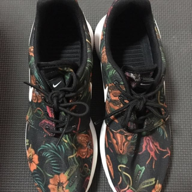 Nike Roshe Run Print Total Orange Floral