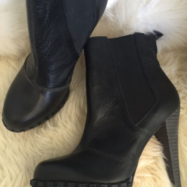 RMK Boots size 6 1/2