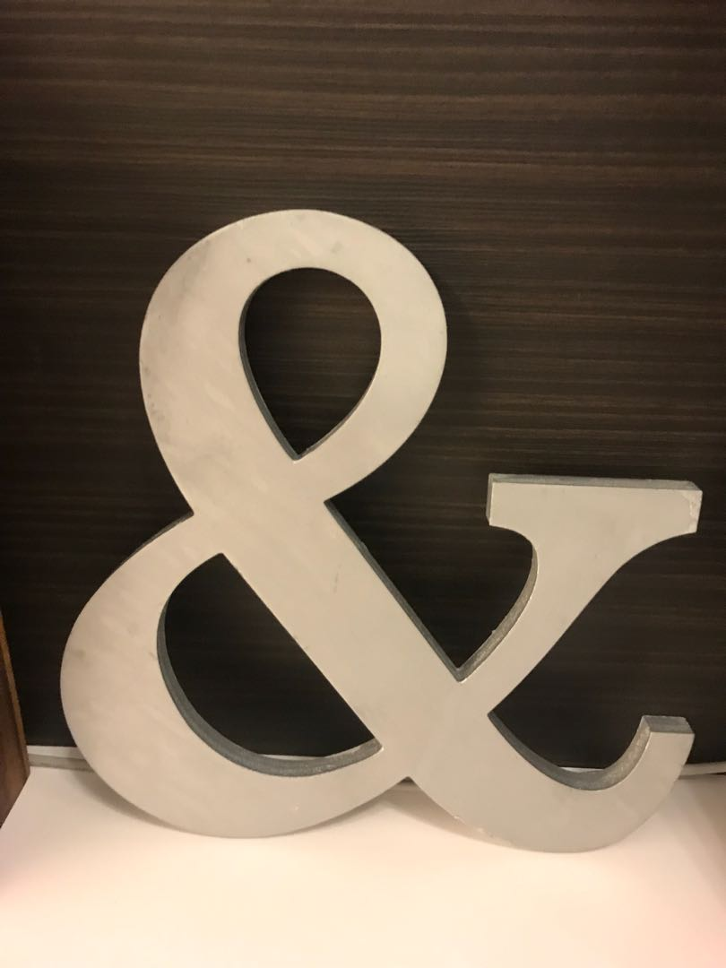 "Wedding ""&"" Sign"