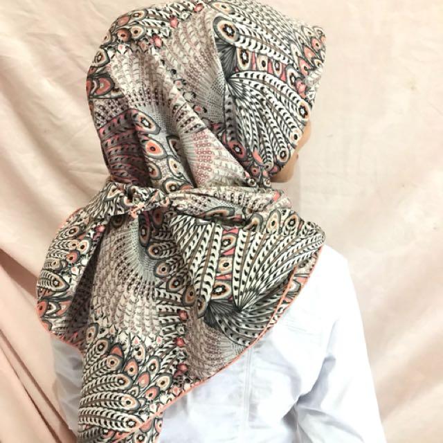 Wishful merak (hijab Segi empat)