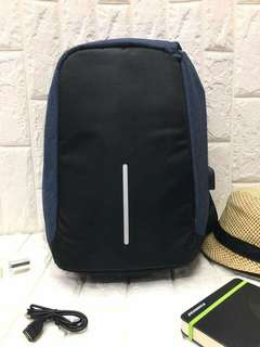 New new new !!! Unisex anti-theft backpack   - waterproof  - cut proof  - USB charging port  - suitable for all kinds of situations   Size : H16.5*W12*D4.5 inches price : p750