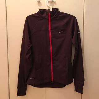 Nike jacket 顯瘦!