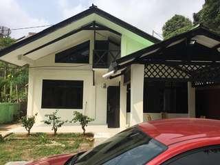 Villa cisarua Puncak bogor 3 kamar 3 kamar mandi  satu hari  087700171776. Ada WhatsApp