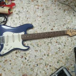 2003 15 yrs old squire made in cayo China electric stratocaster