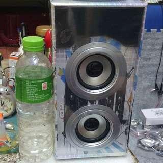 手提直立式藍芽喇叭,超震撼音質 Portable vertical Bluetooth speaker