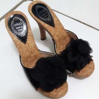 黑色花朵高跟鞋(歡迎以物易物)