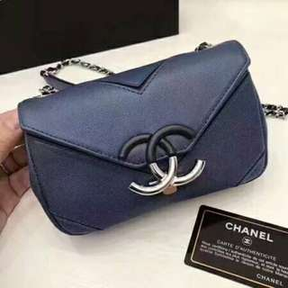 Chanel 琺瑯鎖扣包