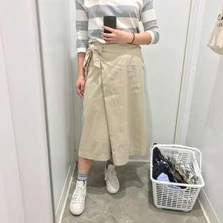 Uniqlo 米白色七分褲