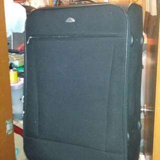 29 inch luggage case, Polo, 19 inch wide, 11 inch deep, 2 big wheels type, great condition, secret number lock,  trade in Tuen.Mun