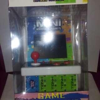 🚚 復古式掌上型街頭立體遊戲機(共有108款遊戲可以玩)