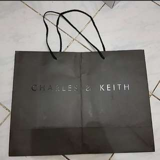 Paperbag Charles and Keith large