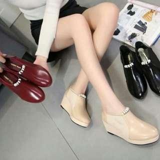 Sepatu monna vania