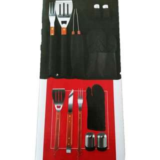 NEW in BOX - 7 piece grilling & apron set