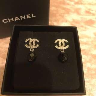 Chanel 黑珠耳環
