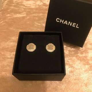 Chanel 貝殼耳環