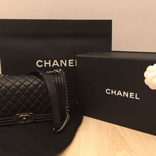 🚚 Chanel le boy medium/平面牛皮/保卡24開頭