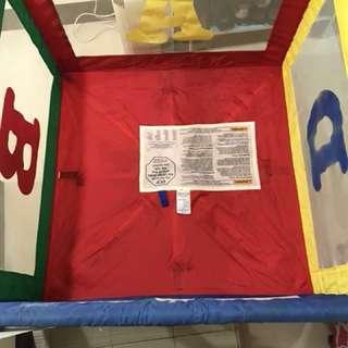 Graco正方形遊戲床,95cm正方,附床單,只含圖片看到的,比租划算(限自取)