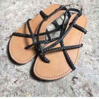 Black strap sandles