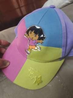 Dora hat new