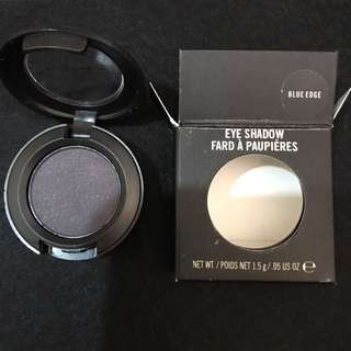 MAC eyeshadow - blue edge. NEW