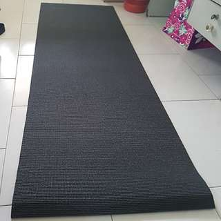 Yoga mat black new