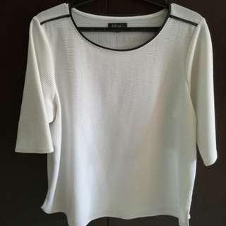 White blouse (Memo)