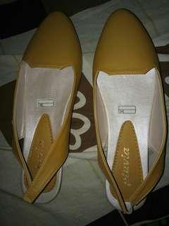 Sepatu ringan di pakai