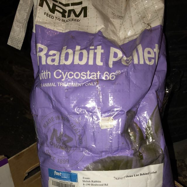 10KG bag of rabbit food + begs chews as extra