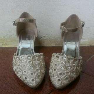 Sepatu Pesta Wanita Gold Woman Shoes
