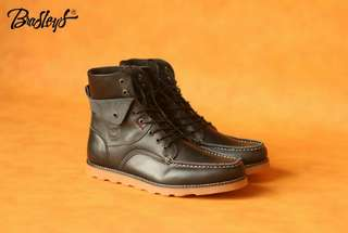 Bradley's Phantom Black material Kulit Pull Up  size 39-43