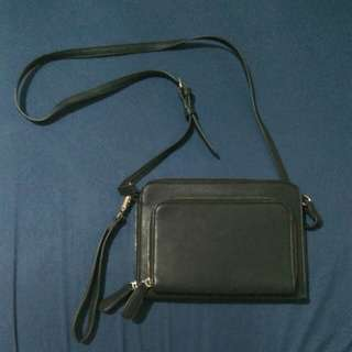 FOREVER 21 ORIGINAL SLING BAG BLACK