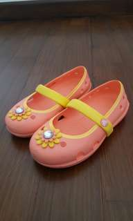Crocs girls shoes in yellow/orange - Size 8