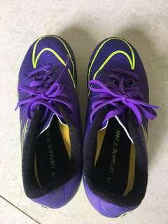 男童足球鞋 (9成新)