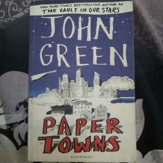 Novel Paper Towns by John Green