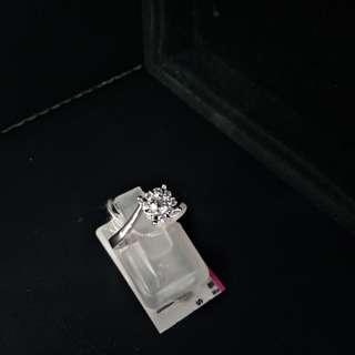 早晨各位:本店賣下廣告先.新貨到店,好火鑽石戒指主石18份圍石16份現金價$4680(限賣一隻)歡迎查詢
