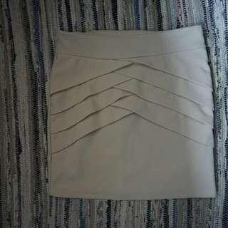 Rok Putih Gading