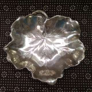 US Antique 1953 Sterling Silver Reed & Barton X102 Veined Leaf Candy Bowl/ Nut Bowl/ Tray/ Dish 13cmx12.2cmx1.8cm, 80.72g 古董純銀美國1953(葉片帶葉脈)細碟子/糖缸/盤子 (手工藝/ 藝術品)