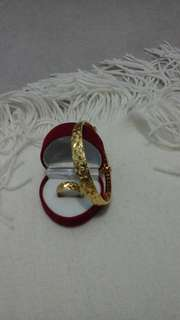Bracelet and  ring  .gold  plated. Not  real gold