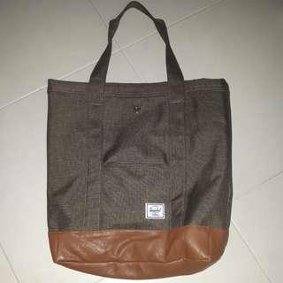🚚 Herschel Tote Bag
