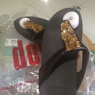 Overrun fitflop on hand