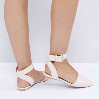 The March Tie Up Point Flat Shoes