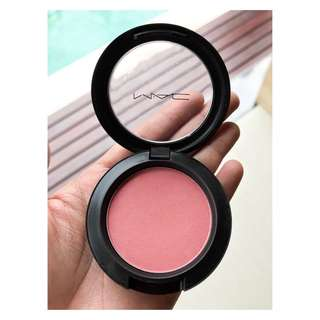 Mac fleur power blush on