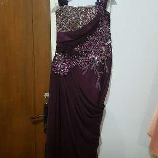 Gaun pesta dengan payet mewah