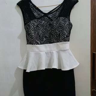 Dress Hitam Putih