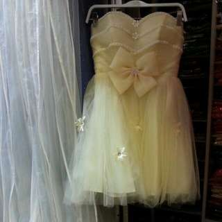 BRAND NEW PALE YELLOW SHORT GOWN